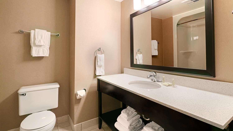 Room - Best Western Swan Castle Inn Cochrane