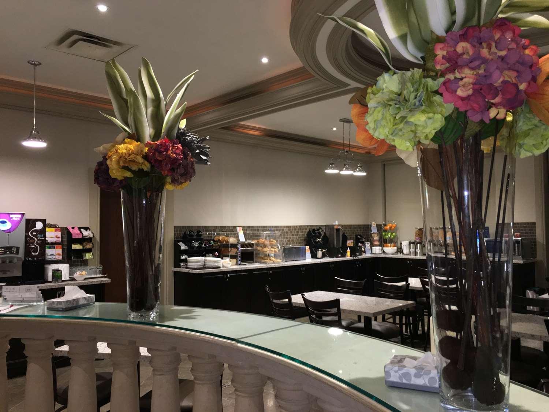 Restaurant - Best Western Plus Travel Hotel Toronto