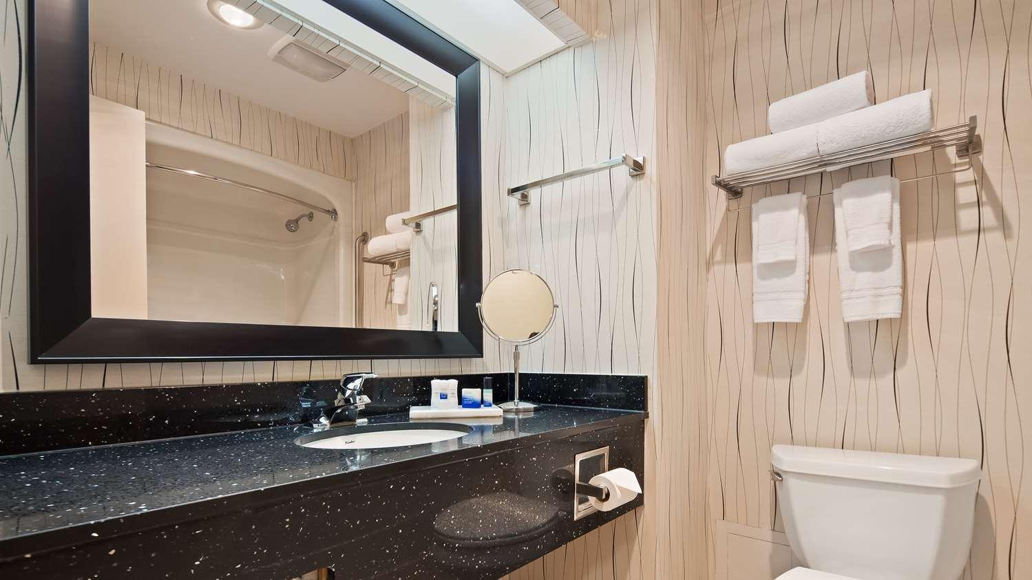 Room - Best Western Plus Travel Hotel Toronto