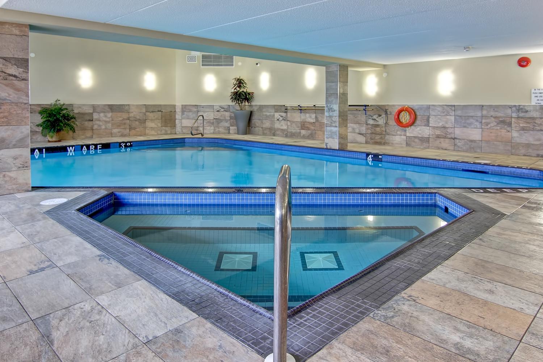 Pool Best Western Plus Toronto North York Hotel Suites