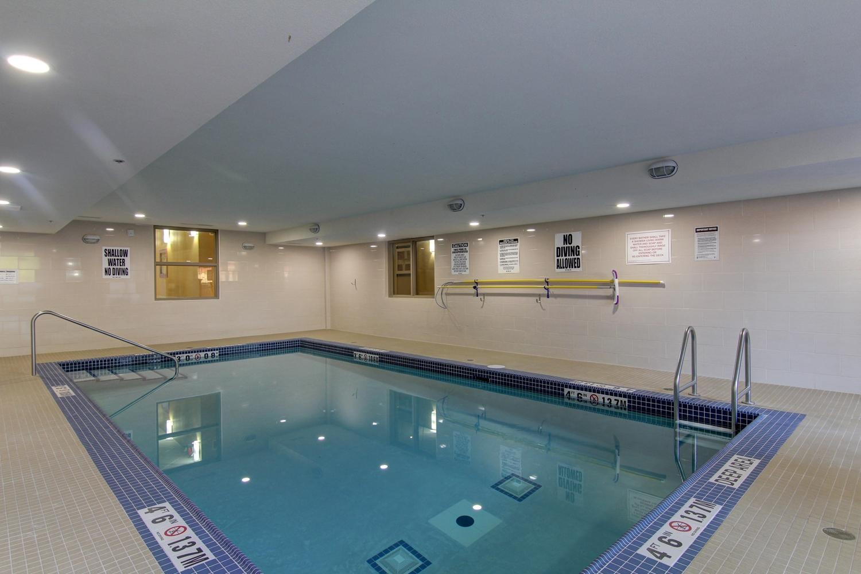 Pool Best Western Plus Hotel Bowmanville
