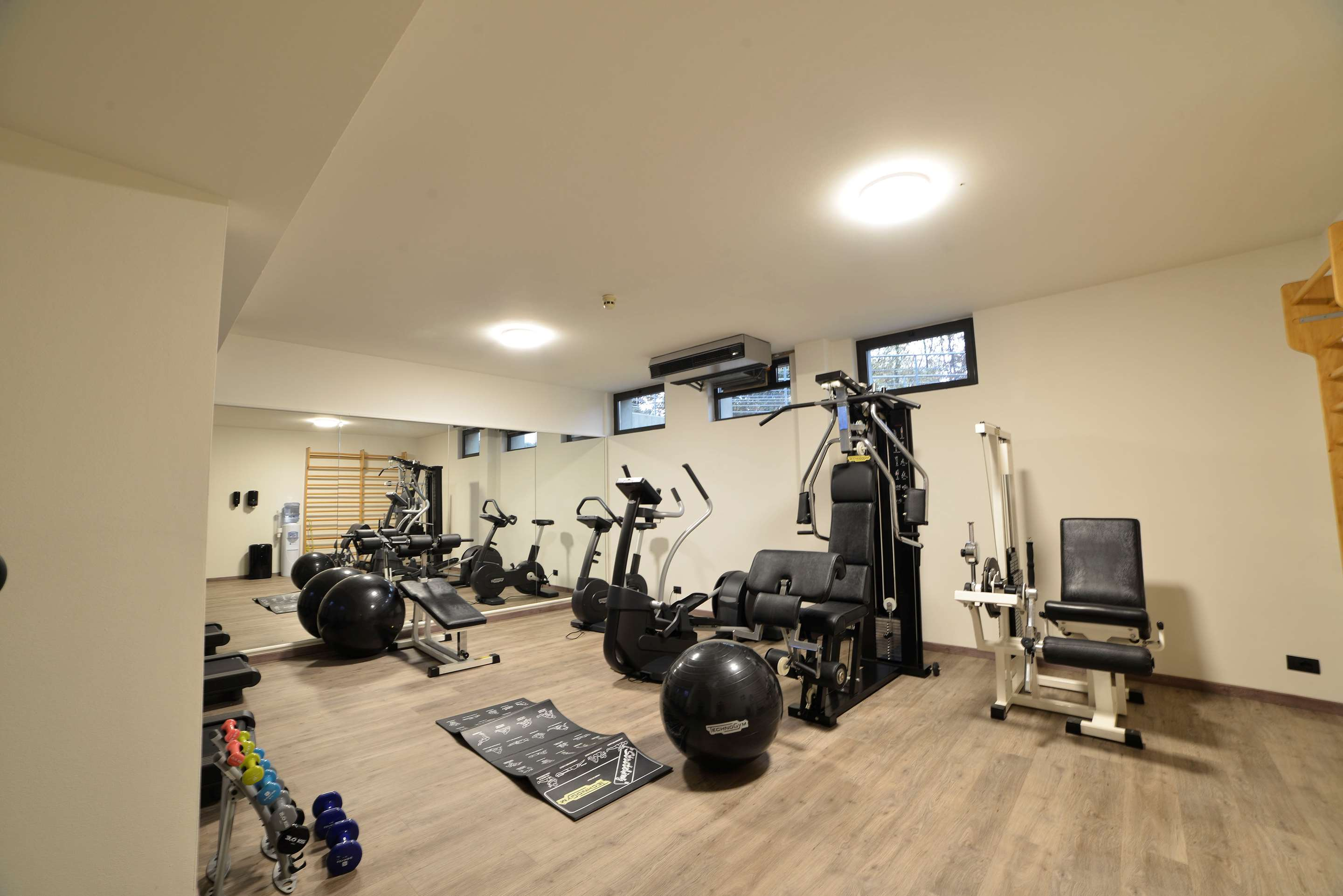 Health and Fitness : Fitness Center 254 of 390