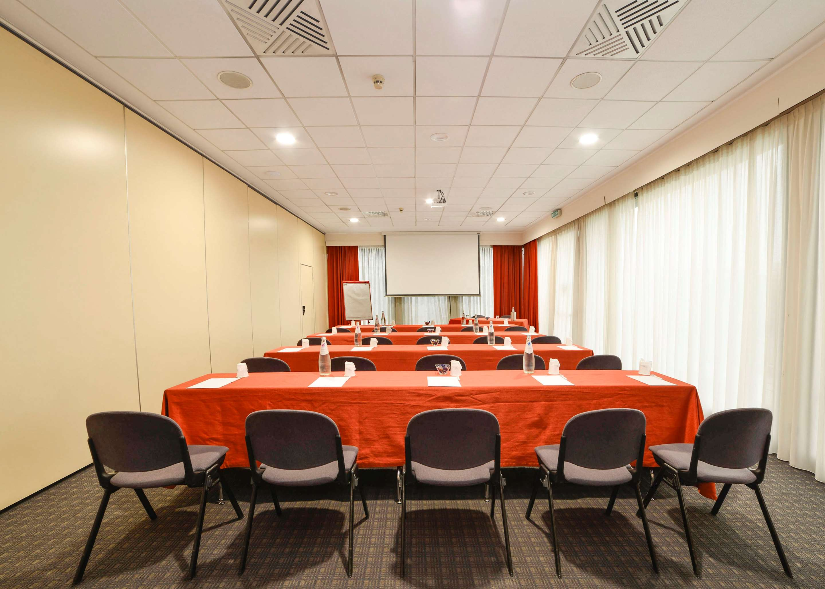 Room : Meeting Room 160 of 390