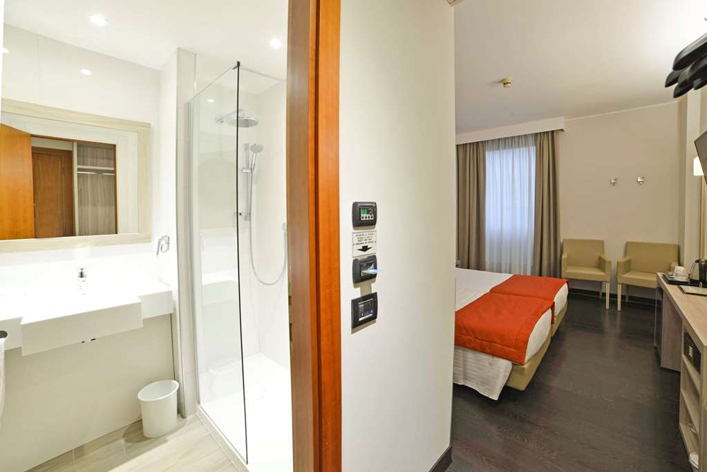 Room : Standard Guest Bathroom 203 of 390