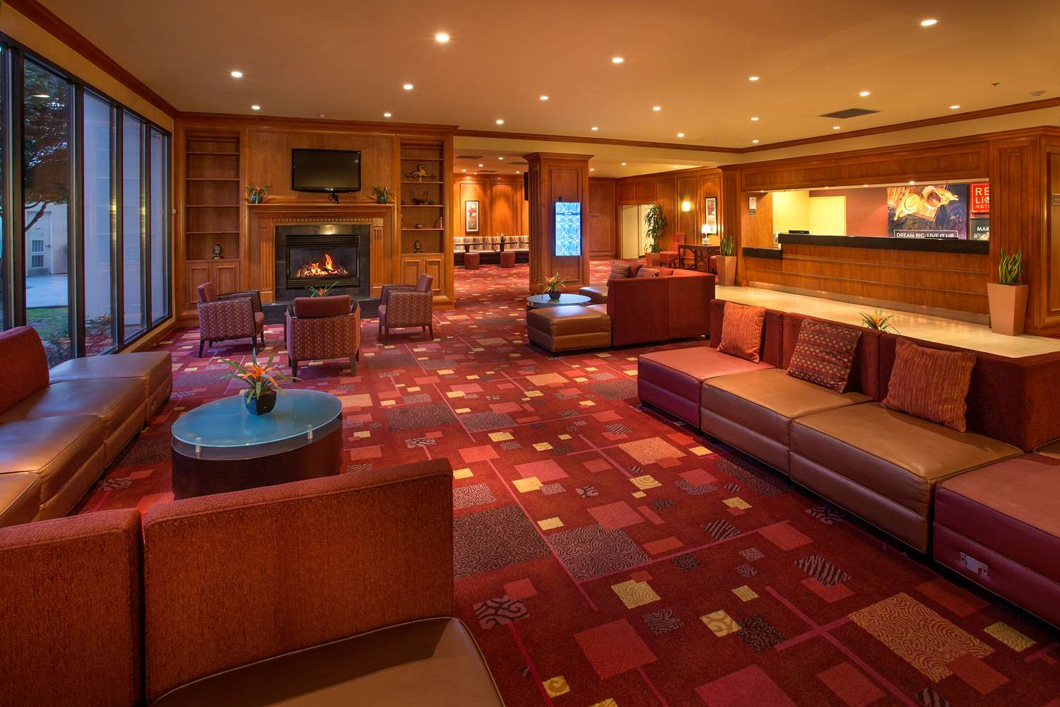 Lobby - Red Lion Hotel Renton