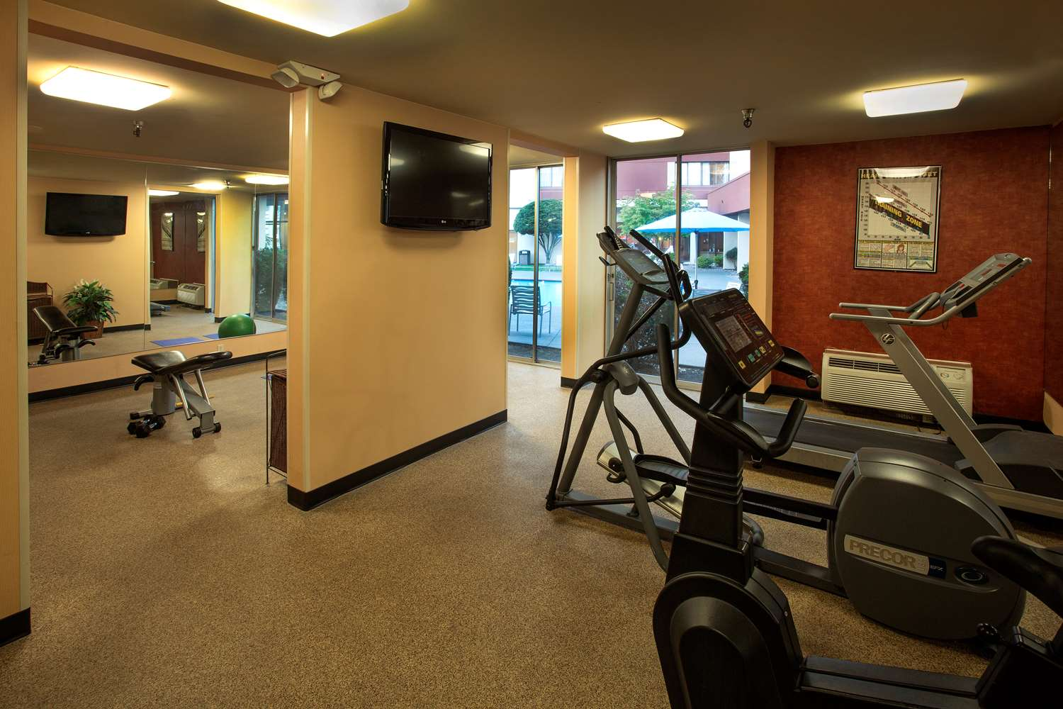 Fitness/ Exercise Room - Red Lion Hotel Renton
