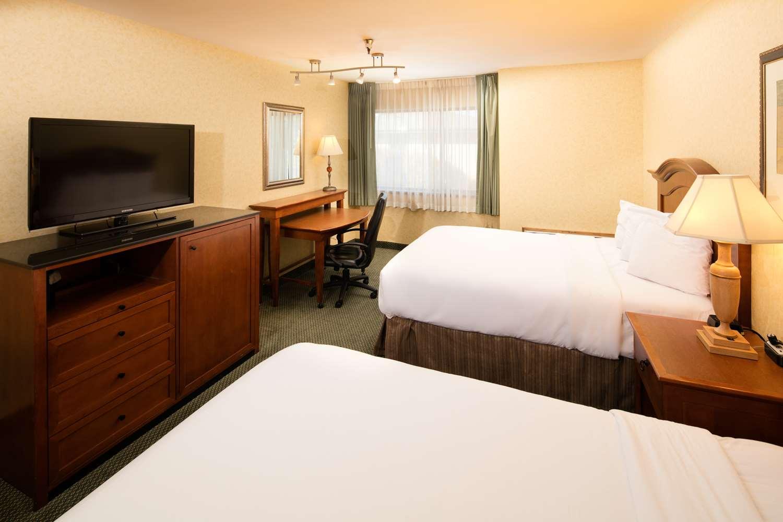 Room - Red Lion Hotel Wenatchee