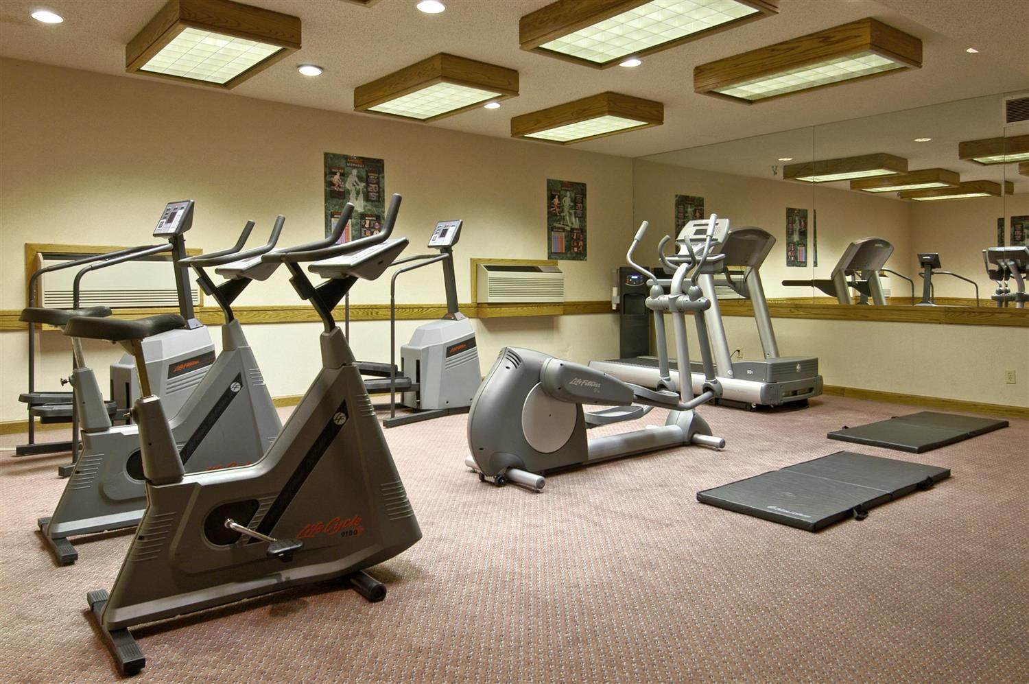 Fitness/ Exercise Room - Red Lion Hotel Wenatchee