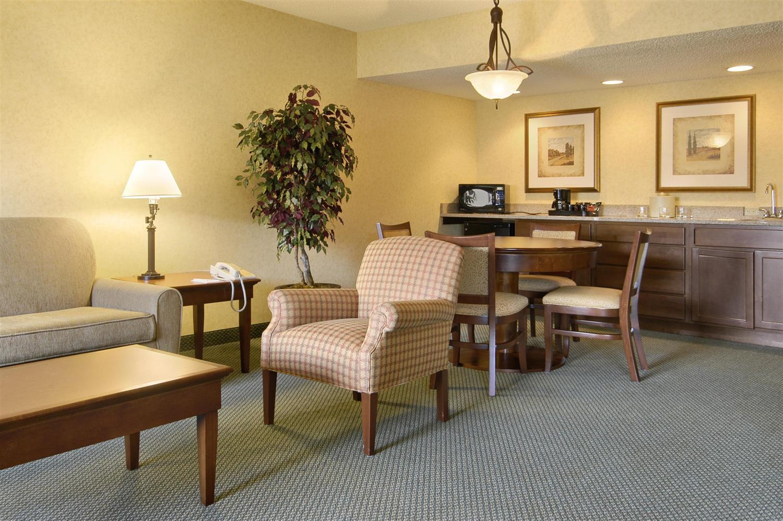 Suite - Red Lion Hotel Wenatchee
