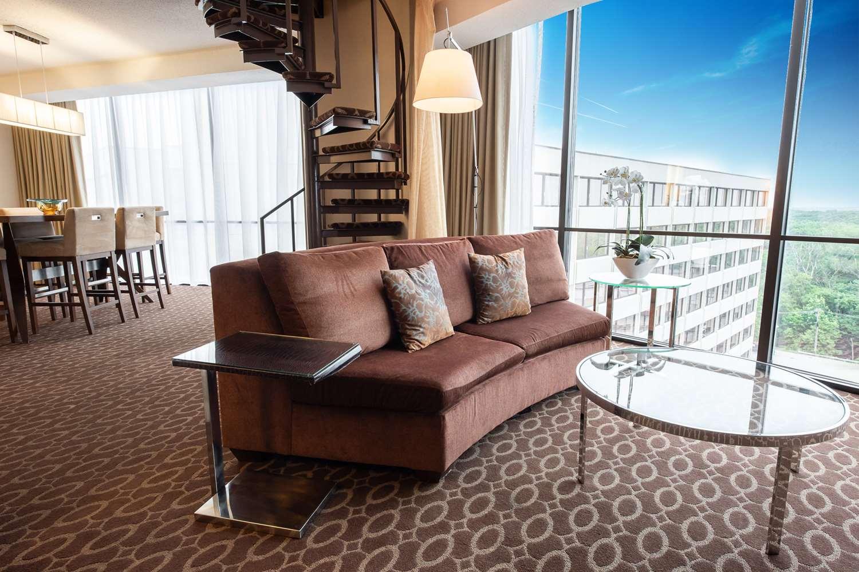 Suite - Hyatt Regency Hotel O'Hare Airport Rosemont