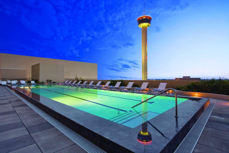 Pool - Grand Hyatt Hotel San Antonio