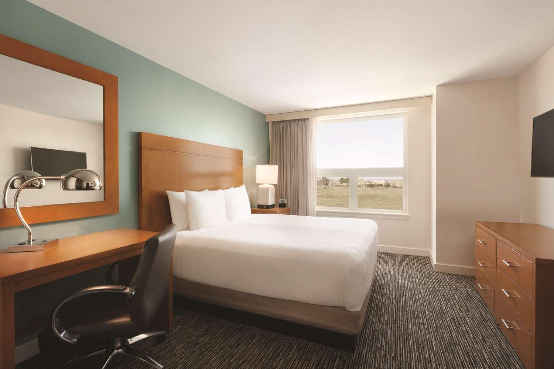Room - Hyatt House Hotel Airport Denver