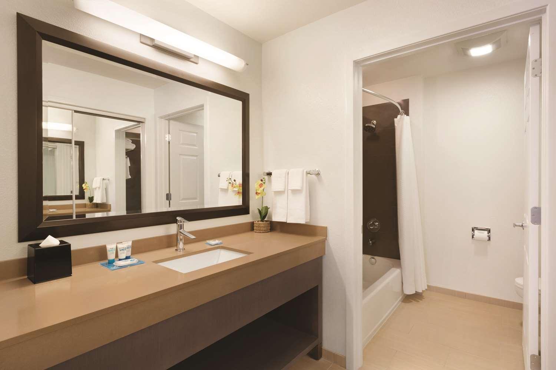 Room - Hyatt House Hotel Airport Miami