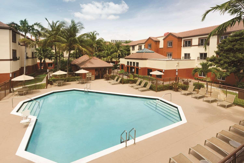 Pool - Hyatt House Hotel Airport Miami