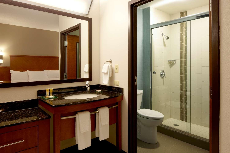 Room - Hyatt Place Hotel Lombard