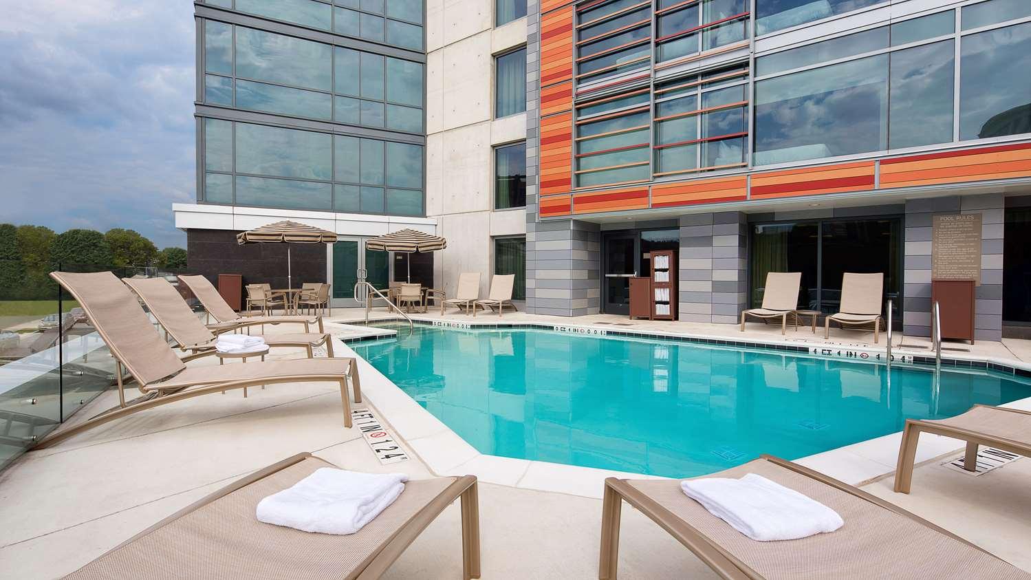 Pool - Hyatt Place Hotel Northeast Washington DC