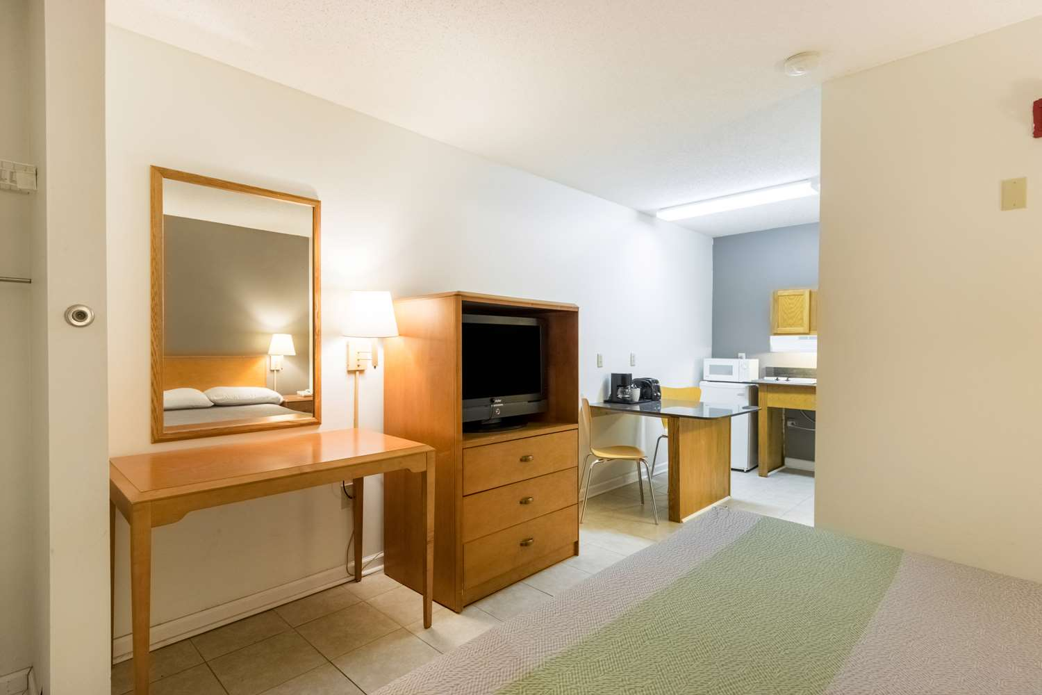 Room - Studio 6 Extended Stay Hotel Statesboro