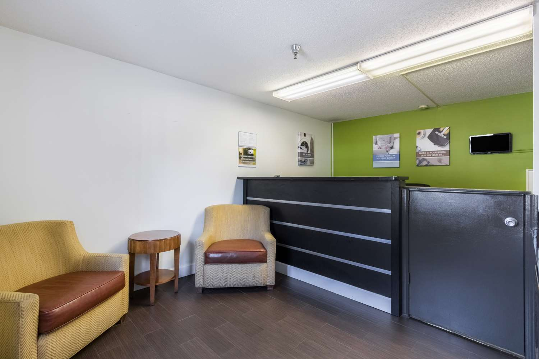 Lobby - Studio 6 Extended Stay Hotel Statesboro