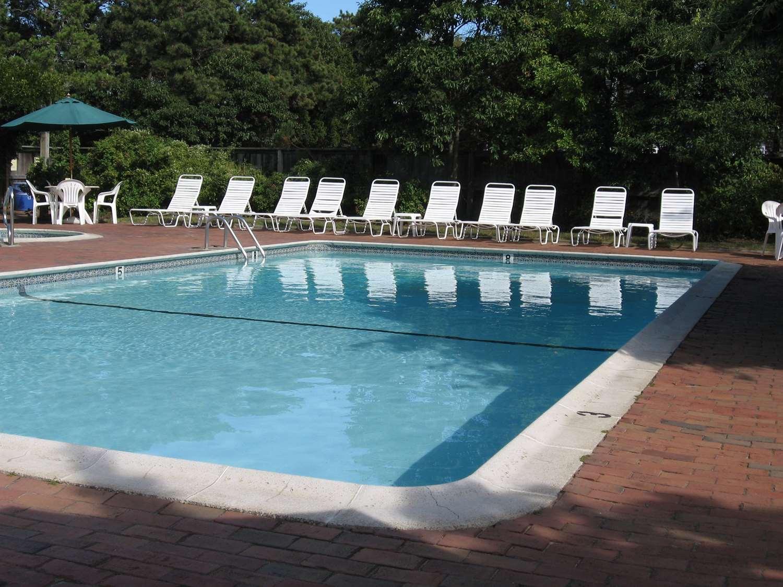 Pool - Nantucket Inn