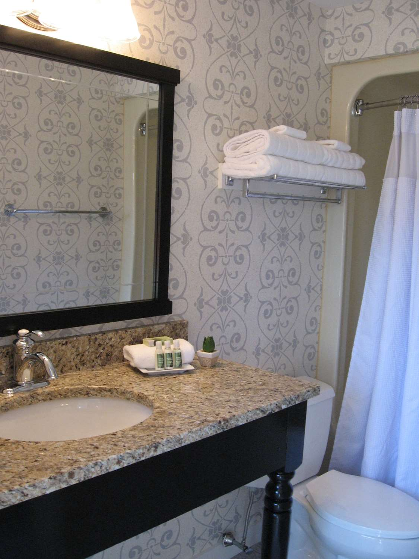 Room - Nantucket Inn