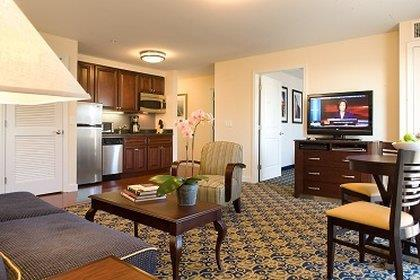 Room - Newport Beach Hotel & Suites Middletown