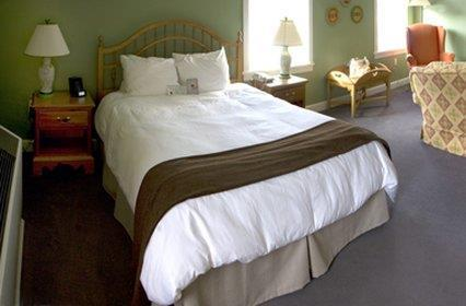 Room - Essex Resort & Spa Essex Junction