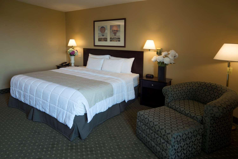 Suite - Meadowlands Plaza Hotel Secaucus