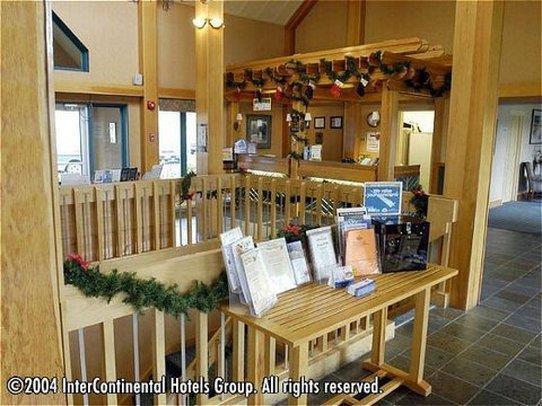 Lobby - Riverside Resort French Village