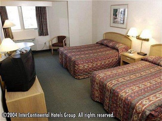 Room - Riverside Resort French Village
