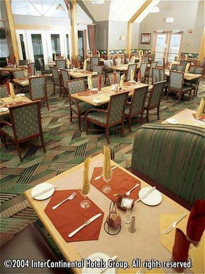 Restaurant - Riverside Resort French Village