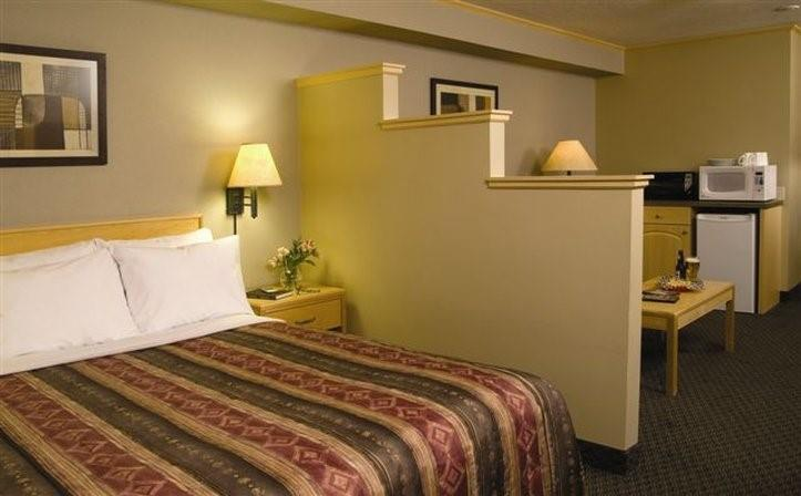Room - Vantage Inn & Suites Fort McMurray