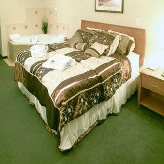 Room - Rosslyn Inn & Suites Edmonton