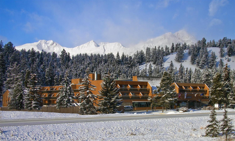 Exterior view - Sawridge Hotel Jasper
