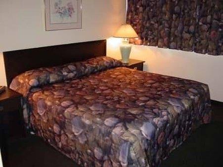 Room - Business Inn Ottawa