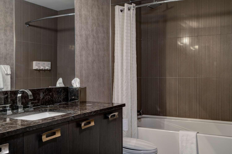 Room - Hotel Arts Kensington Calgary