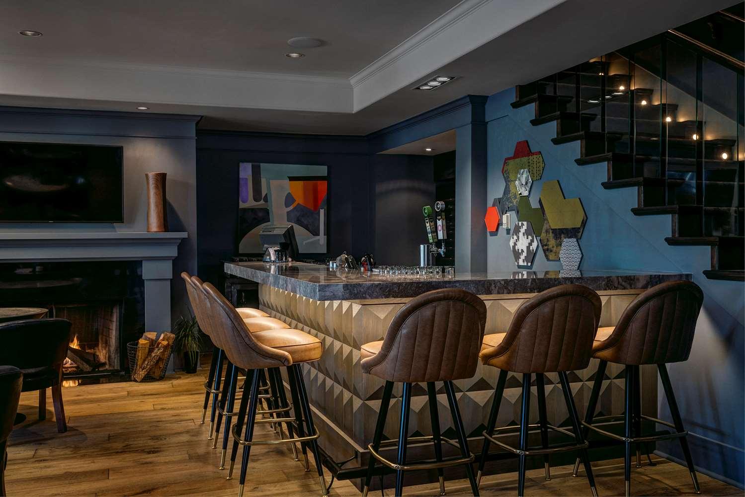Bar - Hotel Arts Kensington Calgary