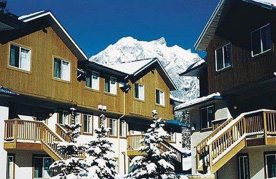 Exterior view - Banff Boundary Lodge Canmore