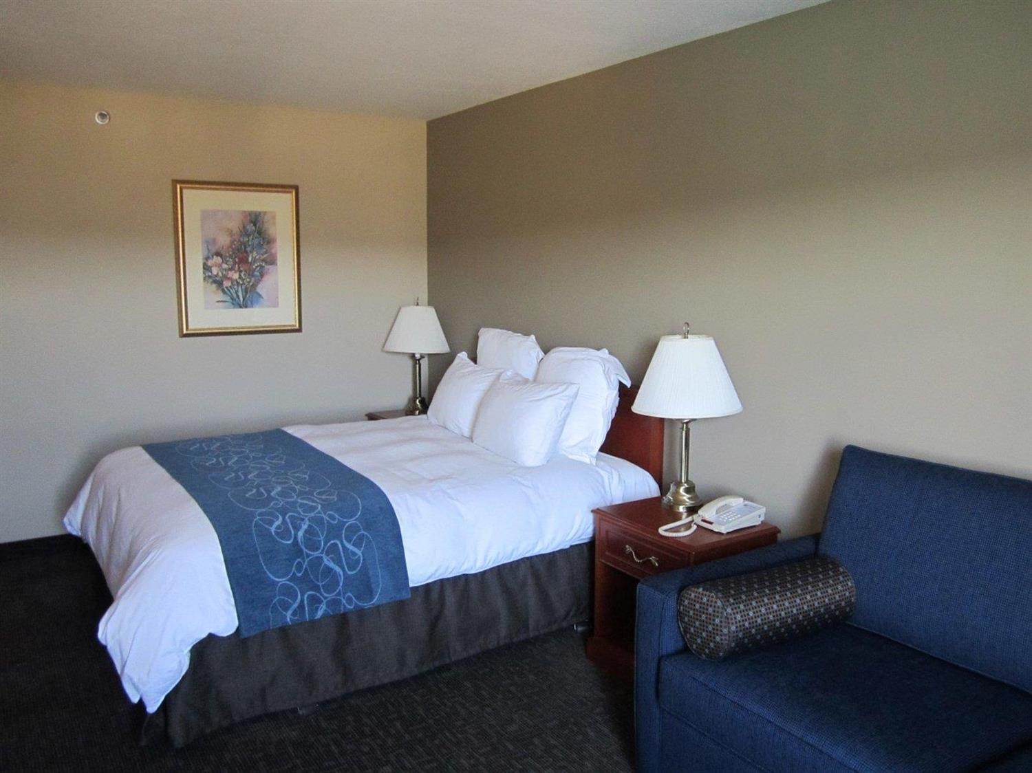 Room - Nomad Hotel & Suites Fort McMurray