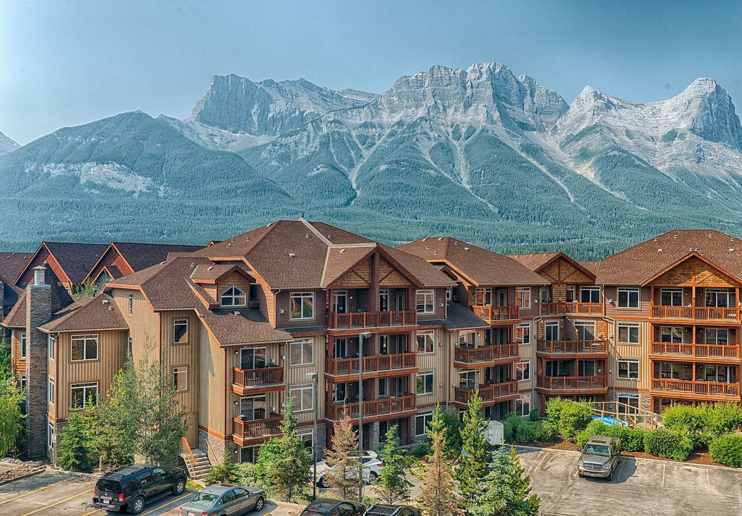 Exterior view - Falcon Crest Lodge Canmore