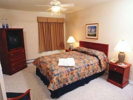 Room - Canterra Suites Hotel Edmonton