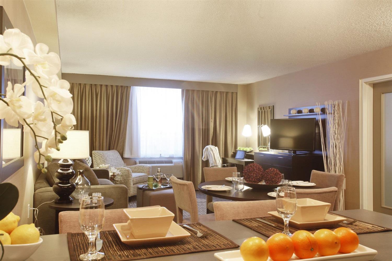 Suite - Pomeroy Hotel & Conference Centre Grande Prairie