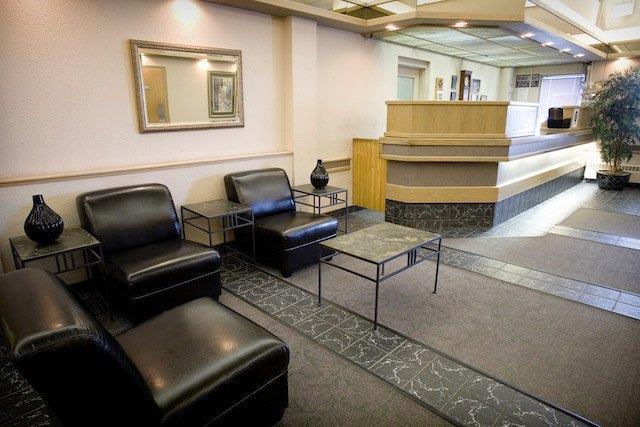 Lobby - Heritage Inn Hotel & Convention Centre Brooks