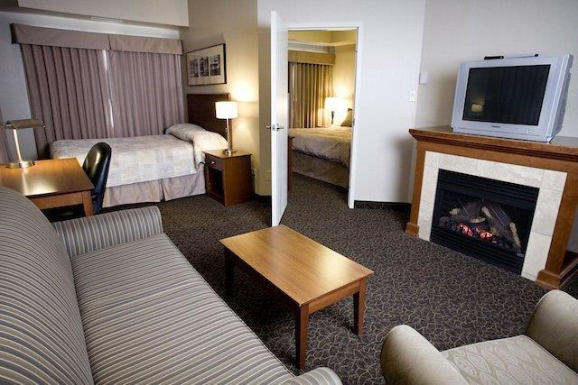Suite - Heritage Inn & Suites Brooks