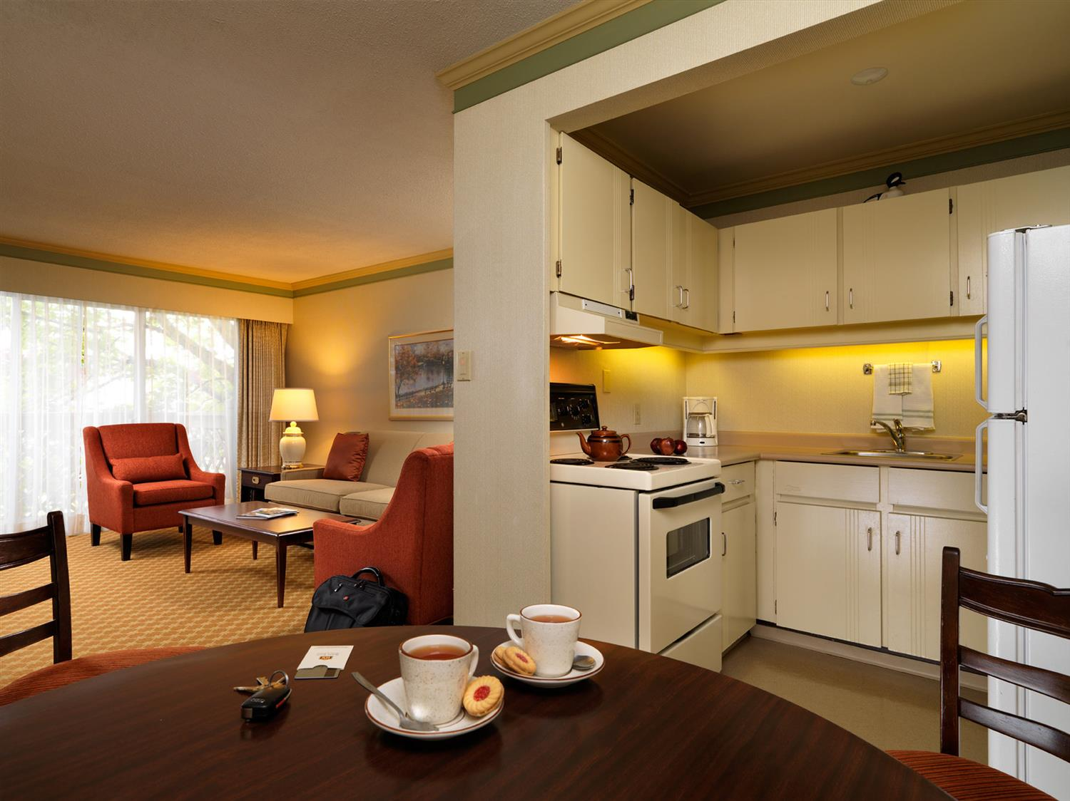 Room - Royal Scot Hotel & Suites Victoria