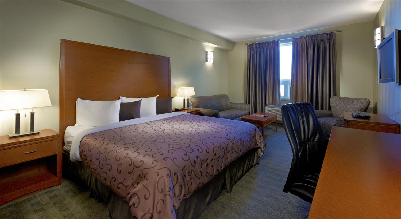 Room - Deerfoot Inn & Casino Calgary