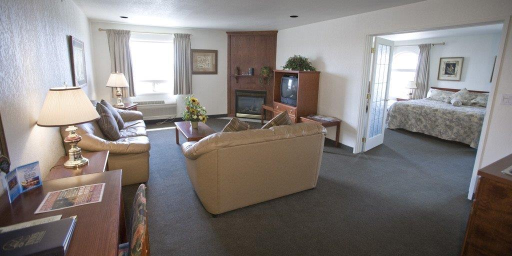 Suite - Service Plus Inn & Suites Grande Prairie