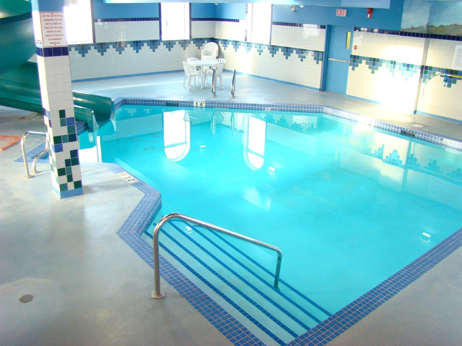 Pool - Service Plus Inn & Suites Grande Prairie