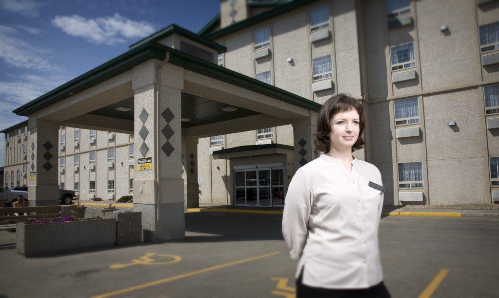 Exterior view - Service Plus Inn & Suites Grande Prairie