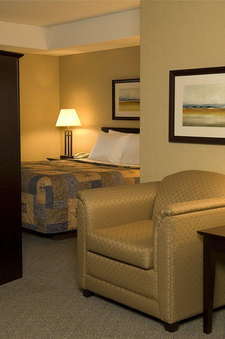 Room - Franklin Suite Hotel Fort McMurray