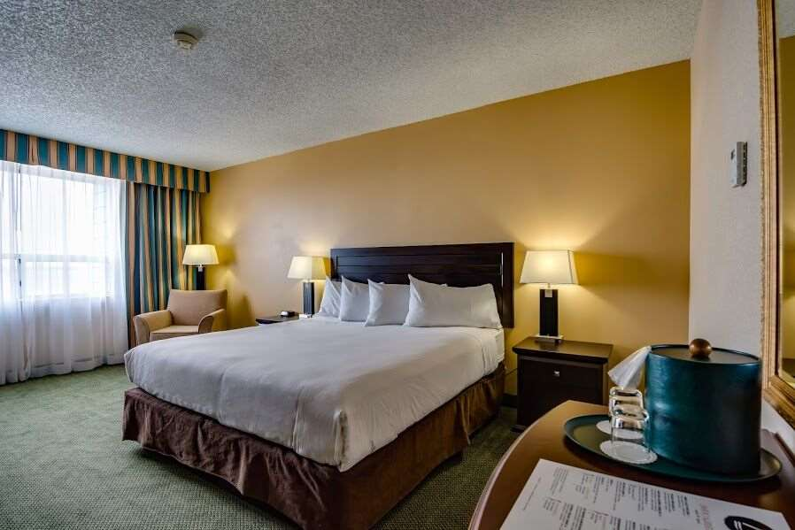Room - Sawridge Inn Edmonton